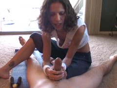 Tempting call-girl tugs hard on this unyielding shaft