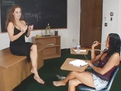 Dasani and Arianna chocolate hole dissimulation in the classroom
