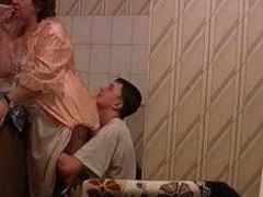 Granny acquires screwed in kitchen by her youthful paramour