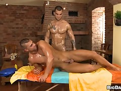 Gorgeous trestle is delighting twink with soaking oral