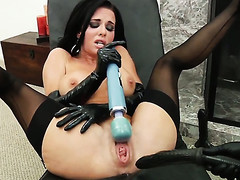 Veronica Avluv gives a closeup be fitting of the brush back reach as this babe masturbates anally with raunchy congress toy