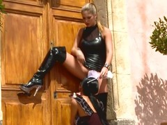 Lesbian goddess spanks hawt sheila