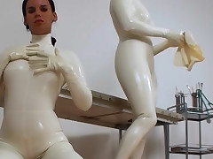 Latex mistress gets will not hear of cunt eaten by hawt amateur