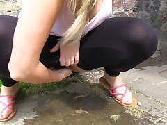 Auriferous amateur Paige just likes pissing in release